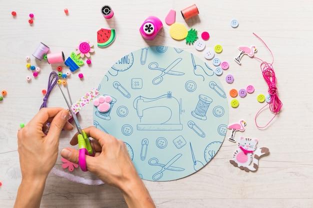 Maquete diy criativo com as mãos Psd grátis