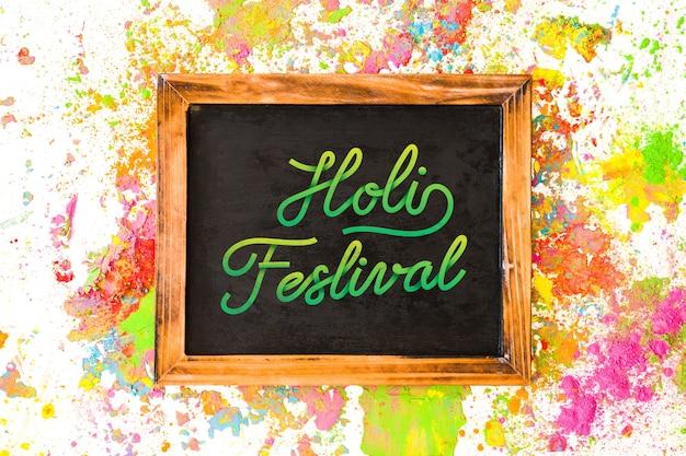 Maquete do festival de holi com ardósia Psd grátis
