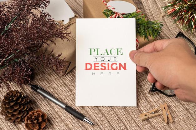 Maquete psd de cartão comemorativo de papel Psd grátis
