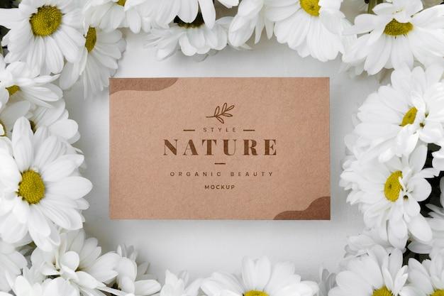 Marca de natureza vista superior com flores Psd grátis