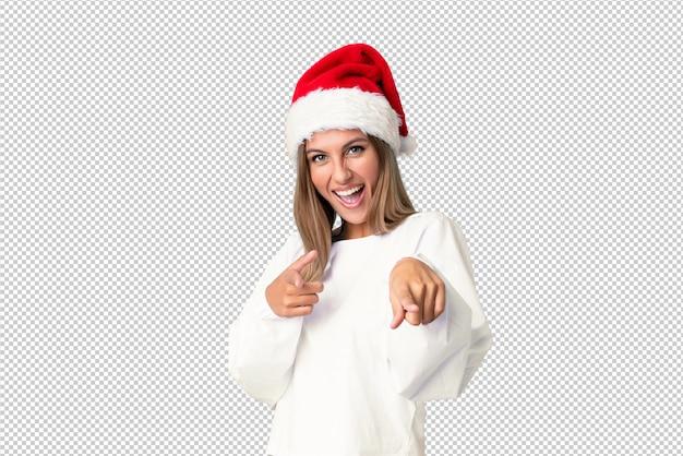 Menina loira com chapéu de natal aponta o dedo para você Psd Premium