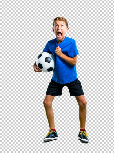 Menino de sorte jogando futebol Psd Premium