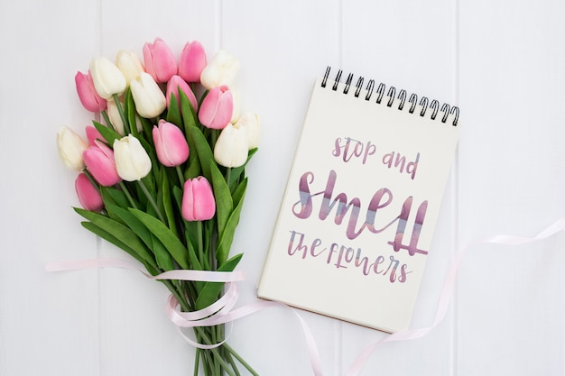 Mensagem bonita no conceito de mola de notebook Psd grátis