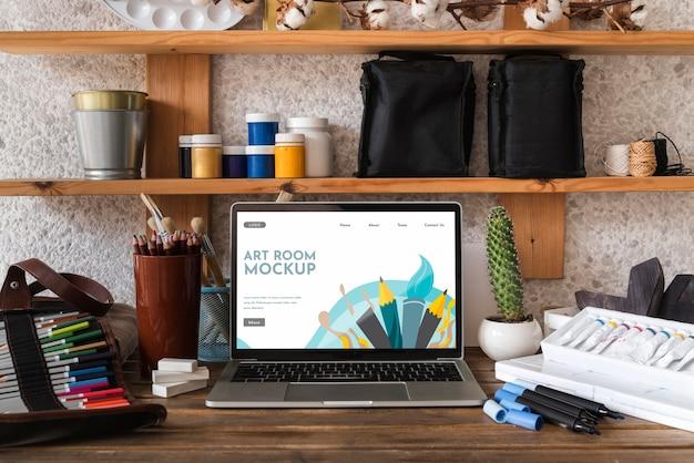 Mesa de artista com laptop Psd Premium