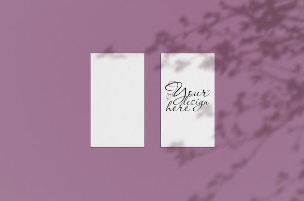Mock-se de folhas de papel em branco com sombras de plantas Psd Premium