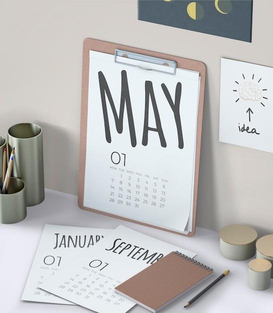 Mock up de calendário desenhado de mão Psd grátis