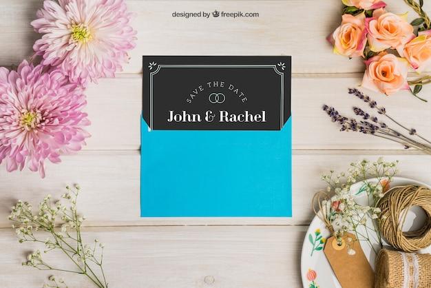 Mockup de casamento de papelaria com envelope azul Psd grátis