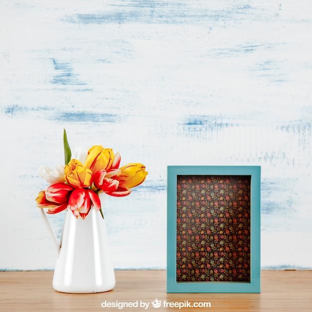 Mockup de primavera com quadro vertical e vaso de flores Psd grátis