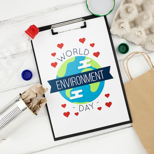 Mockup do dia do ambiente de mundo com prancheta Psd grátis