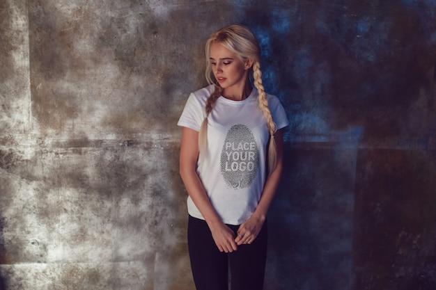 Modelo de camiseta feminina Psd grátis