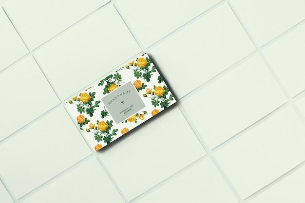 Modelo de cartão de visita floral maquete Psd grátis