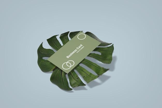 Modelo de cartão de visita minimalista em monstera leaf Psd Premium