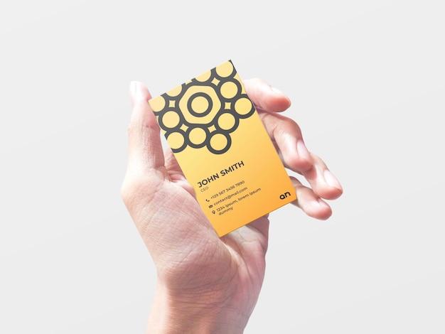 Modelo de cartão de visita segurando na mão Psd Premium