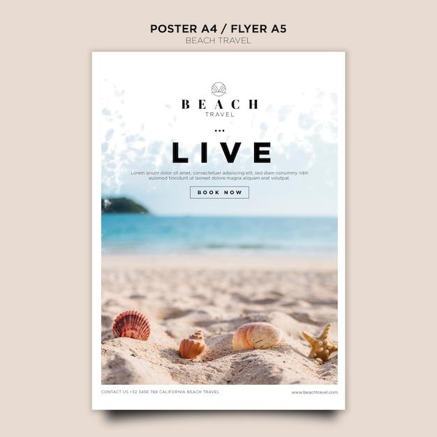 Modelo de cartaz - conchas do mar na areia Psd Premium