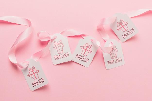 Modelo de etiquetas de presente de aniversário com fitas cor de rosa Psd grátis