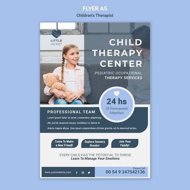 Modelo de folheto de conceito de terapeuta infantil Psd grátis