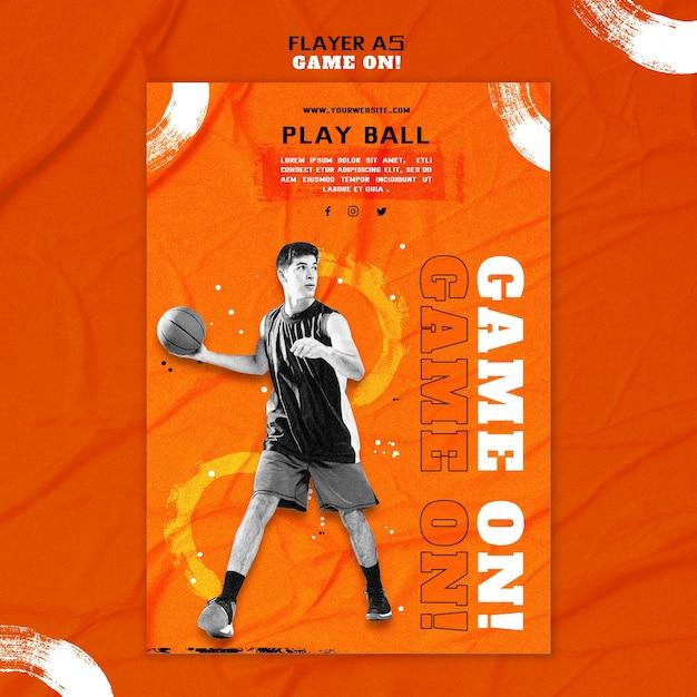 Modelo de folheto vertical para jogar basquete Psd grátis