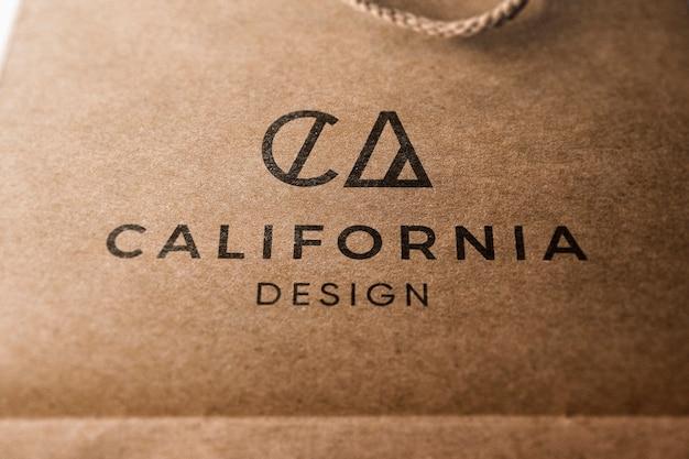 Modelo de logotipo em saco de papel kraft Psd grátis