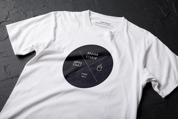 Modelo de maquete de camiseta branca Psd Premium