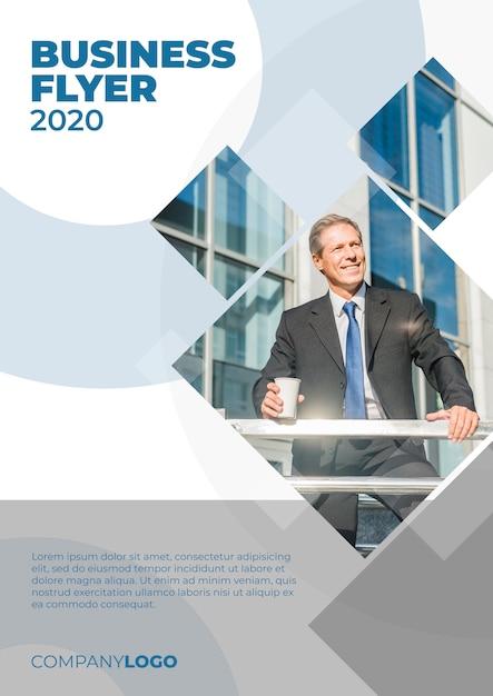 Modelo de panfleto de negócios abstrato e moderno Psd grátis
