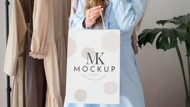 Mulher com sacola de compras Psd Premium