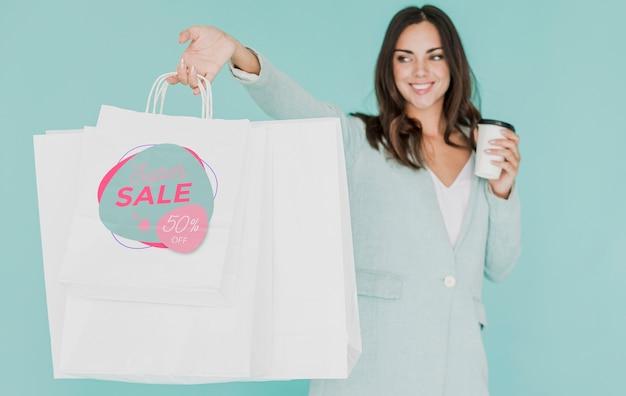 Mulher com vários sacos de compras Psd grátis