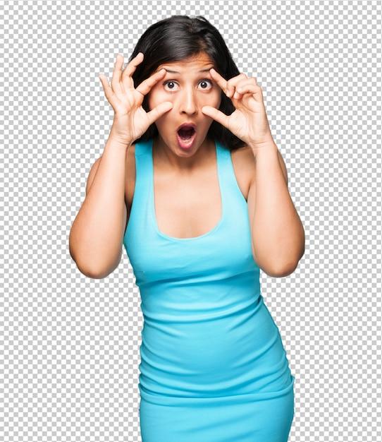 Mulher latina, abrindo os olhos surpreso Psd Premium