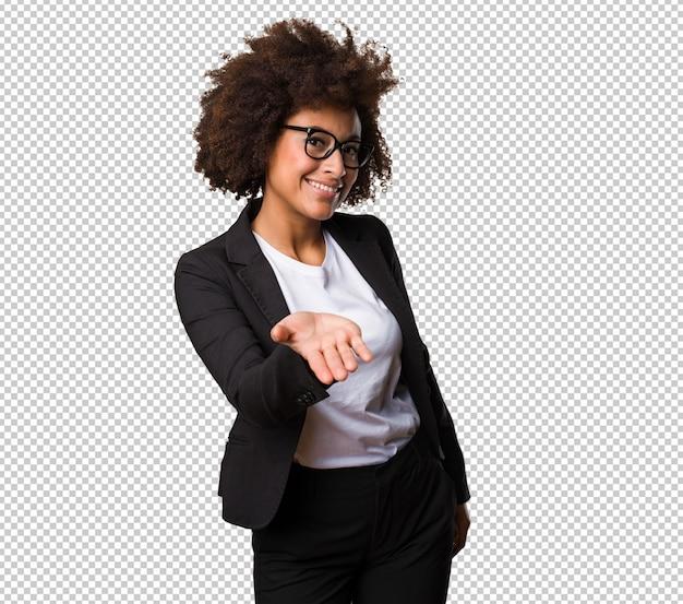 Mulher negra de negócios oferecendo algo Psd Premium