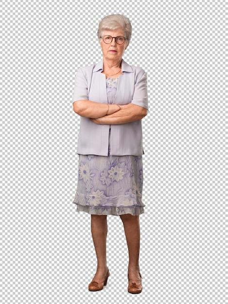 Mulher sênior de corpo inteiro muito zangado e chateado, muito tenso, gritando furioso, negativo e louco Psd Premium