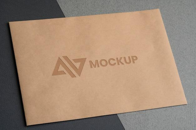 Negócios de design de logotipo mock-up em envelopes Psd grátis