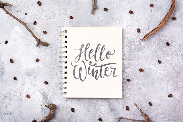 Notebook com mensagem de inverno olá Psd grátis