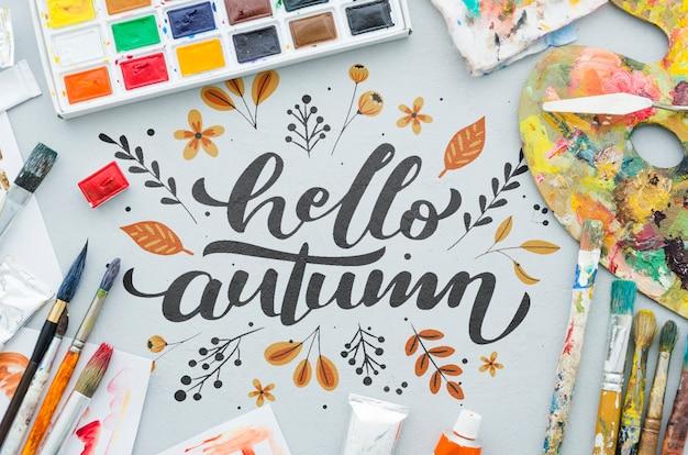 Olá mensagem de outono com paleta de acrílico e pincéis Psd grátis