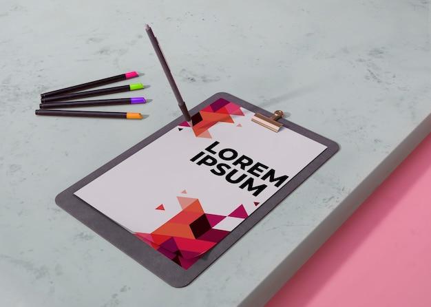 Papel de negócios de identidade de mock-up com lápis Psd grátis