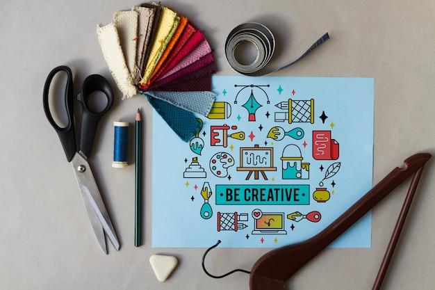 Papel inspirado com elementos de costura ao redor Psd grátis