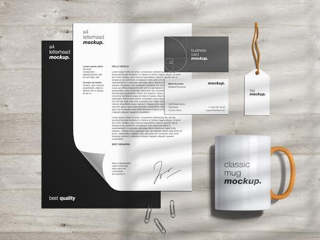 Papelaria marca modelo de maquete de identidade e criador de cena com papel timbrado, cartões de visita, etiqueta e caneca clássica Psd Premium