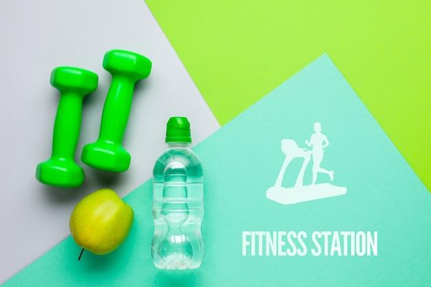 Pesos de fitness com garrafa de água e maçã Psd grátis