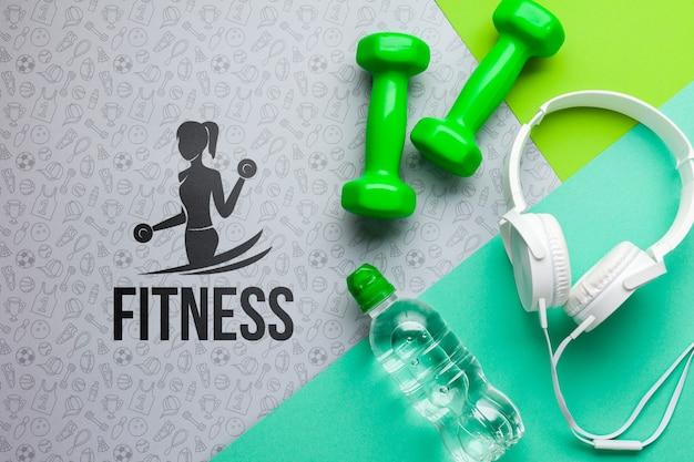 Pesos fitnes com fones de ouvido e garrafa de água Psd grátis