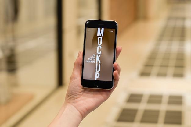 Pessoa leva celular Psd Premium