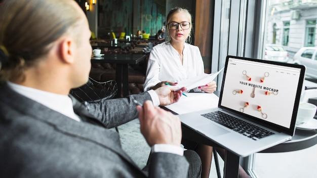 Pessoas negócio, com, laptop Psd grátis