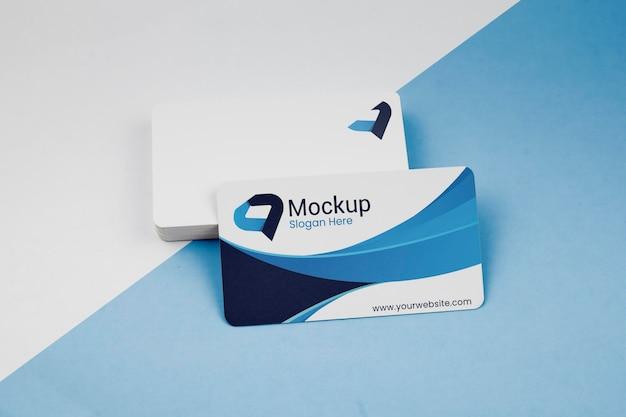 Pilha de mock-up de cartões de visita de cópia espaço azul Psd Premium