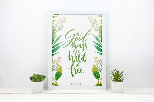 Plantas ao lado da maquete do quadro Psd grátis
