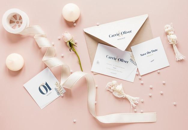 Postura de gordura de cartões de casamento com fita e velas Psd grátis