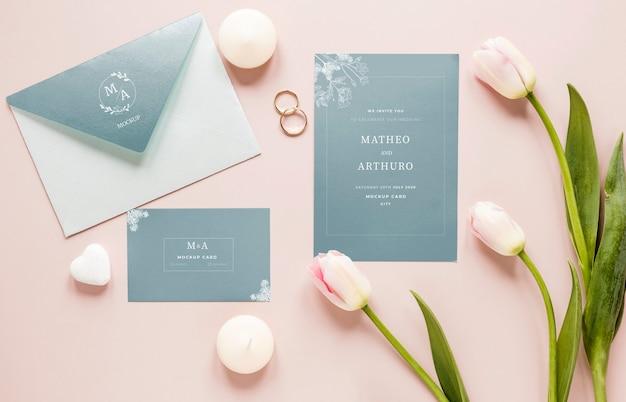 Postura de gordura de cartões de casamento com tulipas e anéis Psd grátis