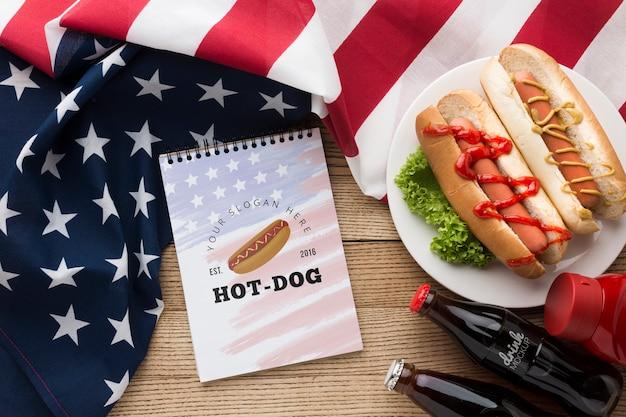 Postura plana de mock-up deliciosa comida americana Psd grátis