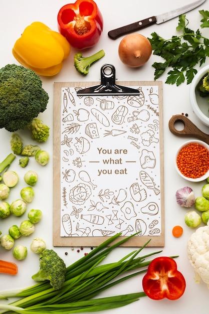 Prancheta com legumes saudáveis Psd grátis