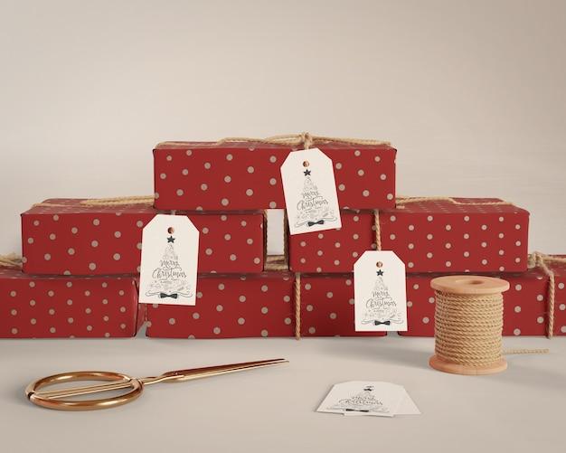 Presentes embrulhados em casa com etiquetas Psd grátis