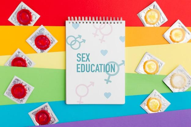 Preservativos em fundo de arco-íris Psd grátis