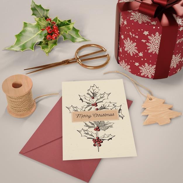 Processo de escrita do cartão de natal em casa Psd grátis