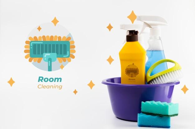 Produtos de limpeza do quarto em um balde Psd grátis