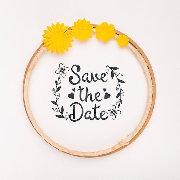 Quadro circular com flores amarelas salvar o modelo de data Psd grátis